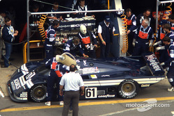 Parada del #61 Kouros Racing Team Sauber C8 Mercedes: John Nielsen, Mike Thackwell