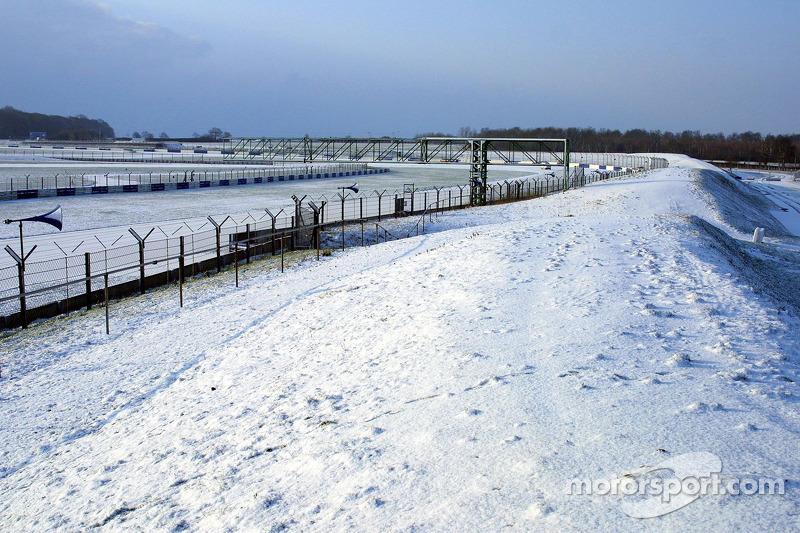Снег в повороте Club