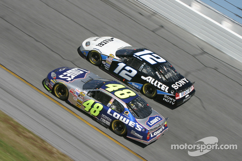 Jimmie Johnson y Ryan Newman