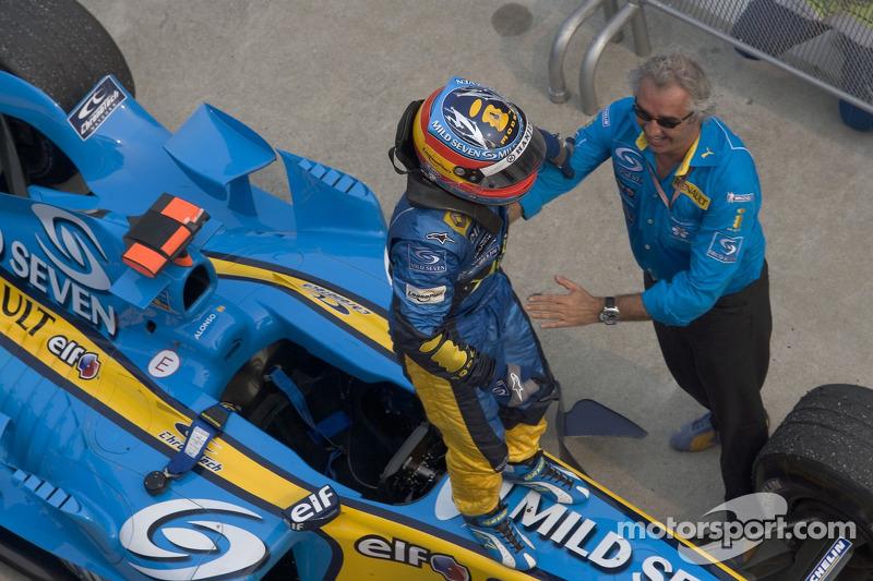Ganador de la carrera Fernando Alonso con Flavio Briatore