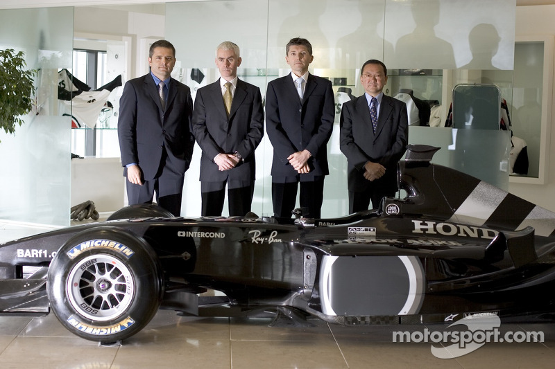 Gil de Ferran, BAR Honda Sporting Director, with Geoffrey Willis, BAR Honda Technical Director, Nick Fry, BAR Honda Chiel Executive Officer and Yasuhiro Wada, President of Honda Racing Development