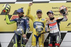 Pódio: vencedor Alex Barros com Valentino Rossi e Max Biaggi