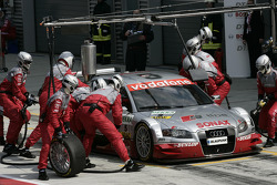 Pitstop practice for Tom Kristensen