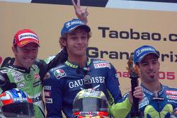 Podium: race winner Valentino Rossi with Oliver Jacque and Marco Melandri
