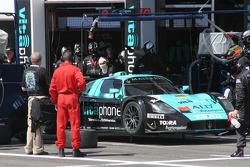 Pitstop for #9 Vitaphone Racing Team Maserati MC 12 GT1: Timo Scheider, Michael Bartels