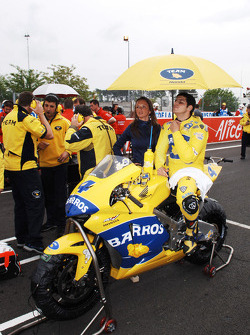 Alex Barros on the starting grid