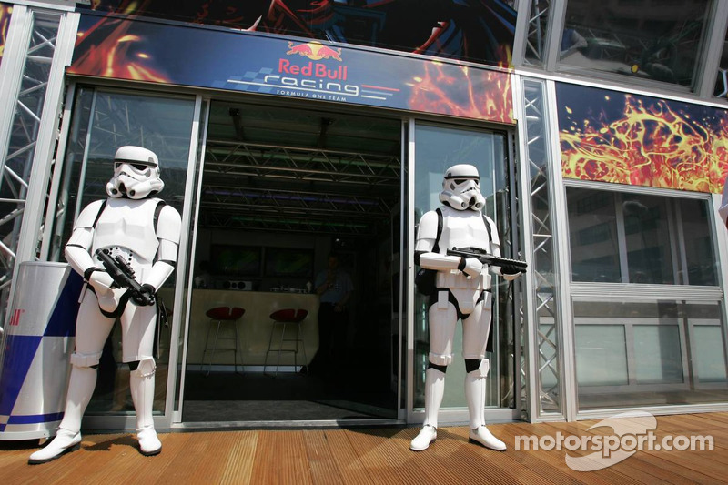 Soldados imperiais no Red Bull Racing Energy Station