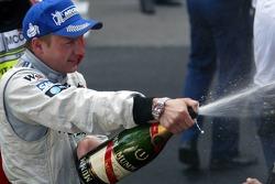 Champagne pour le vainqueur Kimi Räikkönen