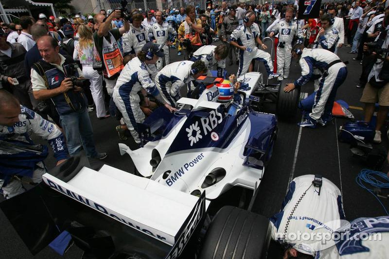 Mark Webber en la parrilla de salida