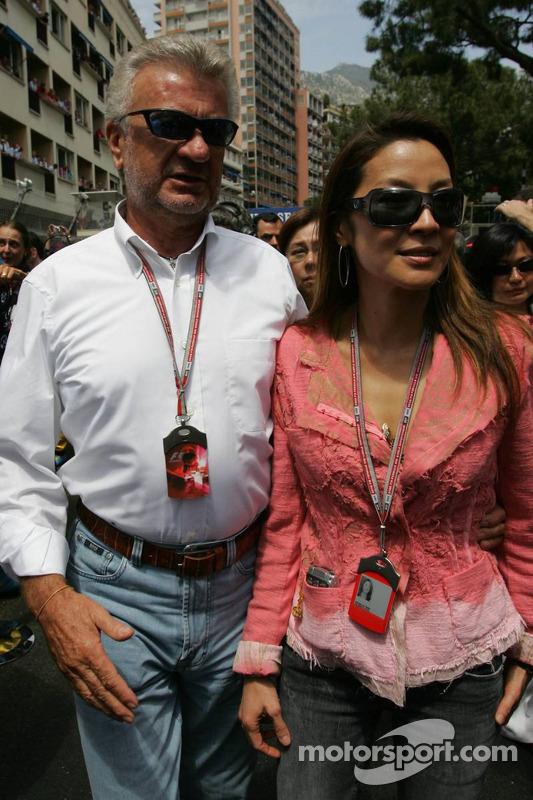 Willi Webber y Michelle Yeoh