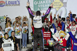 Kyle Busch victory circle