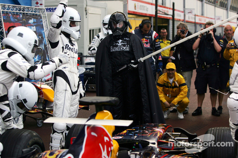 Boxenstopp-Training bei Red Bull Racing