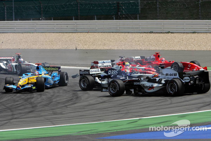Start: Kimi Raikkonen leads the field, Mark Webber and Juan Pablo Montoya collide