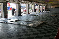 Team Andretti-Green bring their own special flooring
