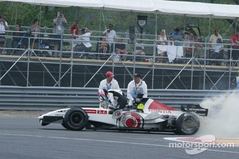 Takuma Sato fuera de la carrera