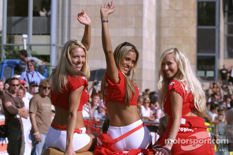 2005 год. Девушки Hawaiian Tropic