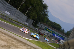 #25 RML MG Lola EX 264: Thomas Erdos, Mike Newton, #57 Paul Belmondo Racing Chrysler Viper GTS/R: Jean-Michel Papolla, Didier Sommereau, Romain Iannetta