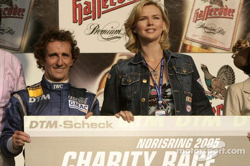 Ganador de la carrera Alain Prost con Veronica Ferres