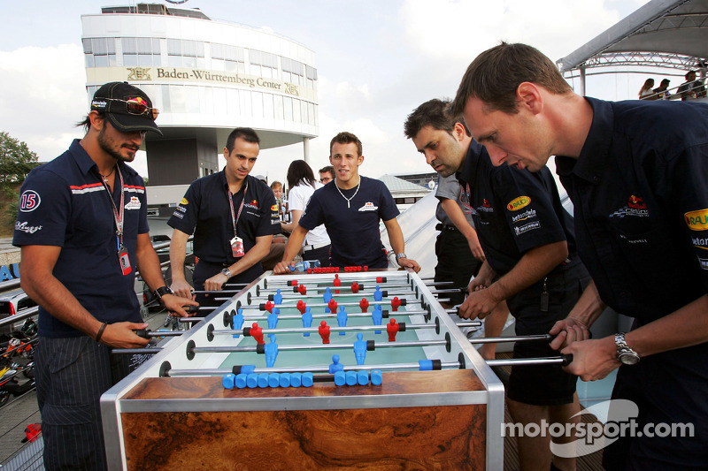 Red Bull Racing Chilled Thirstday part: Vitantonio Liuzzi y Christian Klien