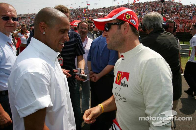 El futbolista Roberto Carlos y Rubens Barrichello