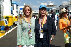 John Derek's wives convention: Bo Derek and Ursula Andress