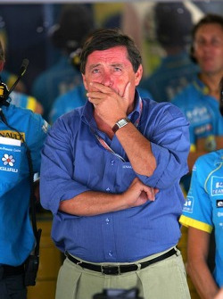 Patrick Faure watches qualifying lap of Fernando Alonso