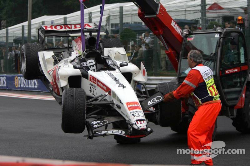 El coche destrozado de Takuma Sato
