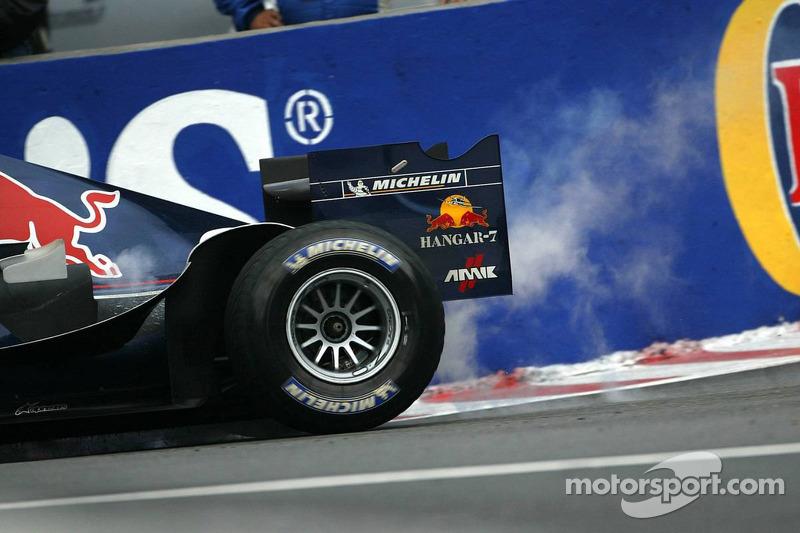 Problema de motor para David Coulthard