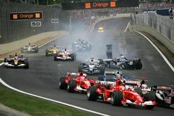 Start: the crash of Antonio Pizzonia and David Coulthard