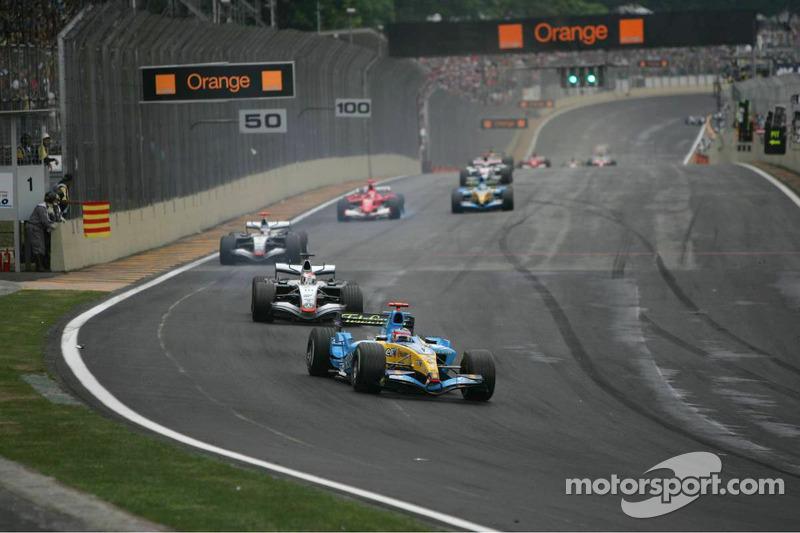 Fernando Alonso, Renault; Juan Pablo Montoya, McLaren