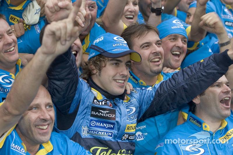 2005: Fernando Alonso celebra su primer título