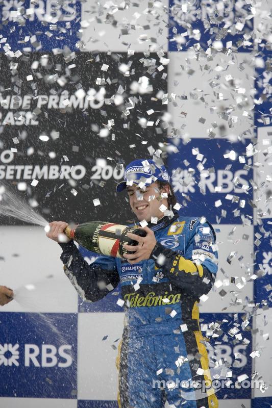 Podio: champagne para Fernando Alonso
