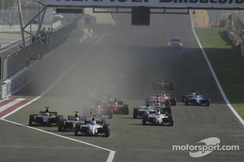Arrancada: Nico Rosberg líder