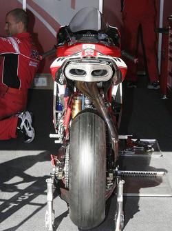La Ducati 999 F 05 De Régis Laconi