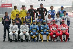 Family picture for the 2005 Formula One drivers