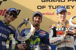 Podio: ganador de la carrera Marco Melandri; segundo lugar Valentino Rossi y tercer lugar Nicky Hayd