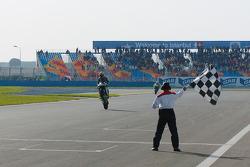 Checkered flag for Marco Melandri