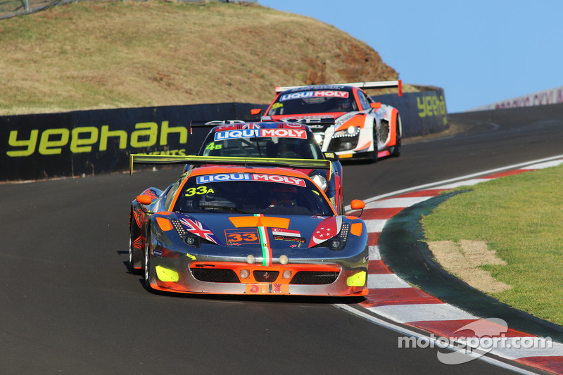 #33 Clearwater Racing, Ferrari F458 Italia GT3: Mok Weng Sun, Toni Vilander, Matt Griffin