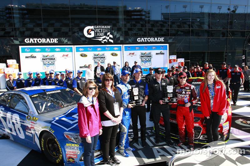 Polesitter Jeff Gordon, Hendrick Motorsports Chevrolet, second place Jimmie Johnson, Hendrick Motorsports Chevrolet