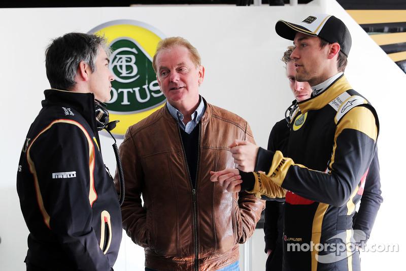 Нік Честер, Lotus F1 Team технічний директор, з Джонатан Палмер та Джоліон Палмер, Lotus F1 Team Тестовий та резервний гонщик