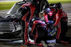 Red Horse Racing, die Crew arbeitet an den Trucks
