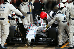 Valtteri Bottas, Williams FW37 practices a pit stop