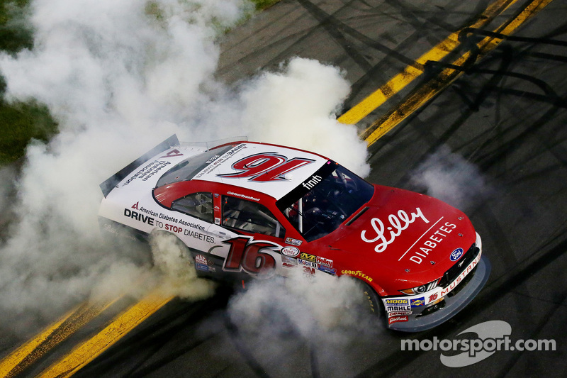 1. Ryan Reed, Roush Fenway Racing, Ford, feiert