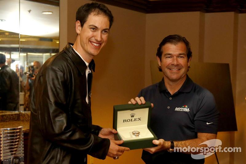 جوي لوغانو، فريق بينسكي فورد يحصل على ساعة رولكس من جوي شيتوود 3، رئيس سبييدواي دايتونا الدولي