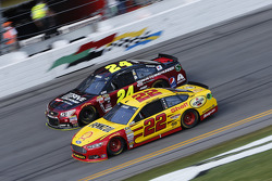 Jeff Gordon, Hendrick Motorsports Chevrolet, Joey Logano, Team Penske Ford