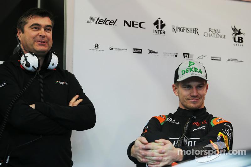 (da sinistra a destra): Bradley Joyce Ingegnere di pista della Sahara Force India F1 con Nico Hulkenberg