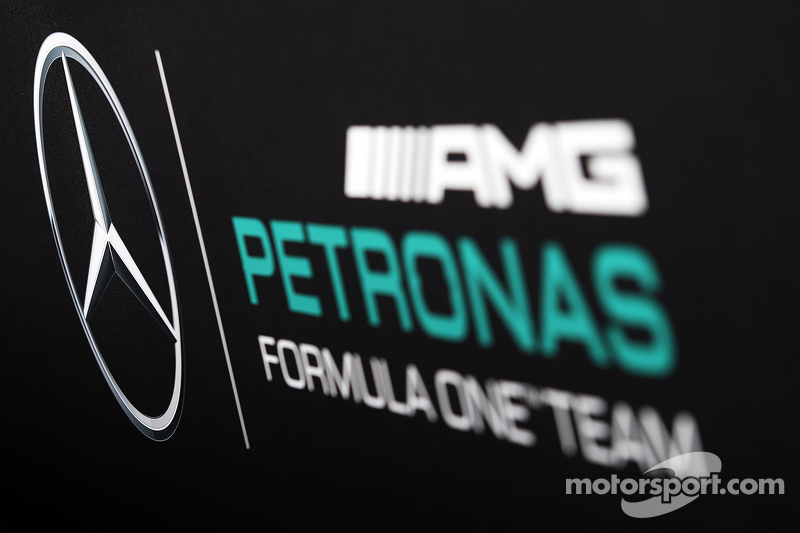 Mercedes AMG F1, Logo