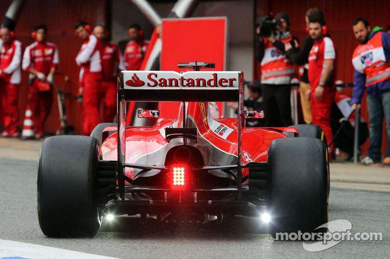 Sebastian Vettel, Ferrari SF15-T, mit Lichtern am hinteren Diffusor