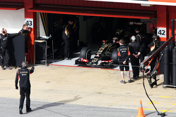 Пастор Мальдонадо, Lotus F1 E23 залишає бокси