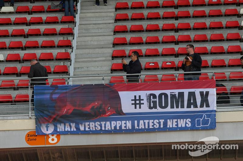 Una bandiera dai fan di Max Verstappen, Scuderia Toro Rosso